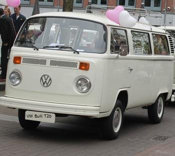 HochzeitsAuto VW T2 Bulli Mieten in komplett Weiss White princess in 48691 Vreden