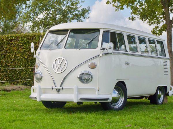 Oldtimer bus in Weiss Tramauto für jede Hochzeit